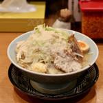 麺屋 まんてん - らーめん150g・野菜小(ニンニク、背脂あり)