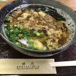 睦月 - 料理写真:☆肉うどん(税込700円) 呉では珍しい甘みの少ない醤油ベースのうどん。懐かしい♪ワカメがたくさん入ってます。