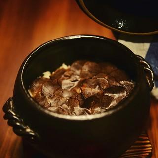 土鍋で炊くトリュフの炊き込みご飯