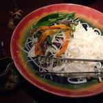 旬菜処 びいどろ - 島野菜と太陽麺のサラダ
