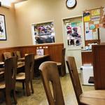 喫茶じゃるだん - 座りやすい背もたれの高い木の椅子。カフェとはひと味違った癒し空間ですよ(о´∀`о)