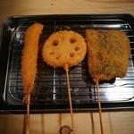 95246823 - 串カツ(右から秋刀魚、レンコン、海老)