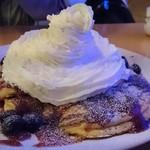ホリデイズ カフェ - ブルーベリーホイップパンケーキ