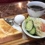 ソワール - 料理写真:ブレンドコーヒー330円とモーニング