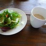 mou - 新鮮なサラダとスープ