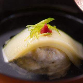 厳選した「錦の食材」と「錦の名水」で作る、こだわりの京料理