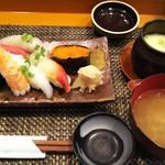 玄海鮨 - 貝汁と茶碗蒸し(サービス)