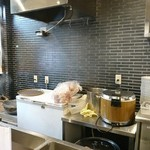 いずみカリー - 厨房左側。