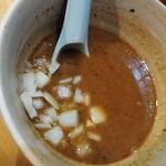 いかれたヌードル フィッシュトンズ - 特製濃厚つけ麺-玉葱投入
