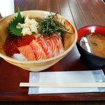 魚太郎 - いくらサーモン丼