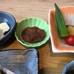 Hokkaido Gourmet Dining 北海道 - 【'18.10】小鉢は左から、奴・かぼちゃの揚げ物・おくらサツマイモトマト