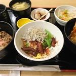 ロイヤル - (参考)家族の食べたサービスエリア三昧丼(1680円)