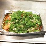 丹波亭 - ホルモン焼きは葱いっぱいでヘルシーどすえ(900円 +税)