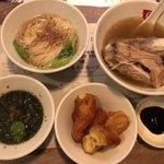新加坡肉骨茶 - 肉骨茶、ミースア、揚げパン、海苔スープのセット
