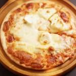 チーズだらけのピザ