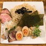 95298186 - 特製つけ麺 醤油 麺、チャーシューちょこっとサービス