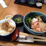 京のそば処 花巻屋 - 吹き寄せそばとちりめん山椒のご飯のセット・1660円(税込)
