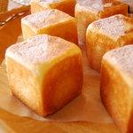 ドゥ・ソレイユ - New ほうじ茶のクリームパンです。かわいいキューブ型のクリームパンです。\150