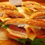 ドゥ・ソレイユ - New ベーコン/レタス/トマト/チーズのサンドです。がっつり系です。\200