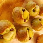 ドゥ・ソレイユ - New 抹茶のブリオッシュあんパンです。ブリオッシュ生地に白あんを詰めた上品な味です。\130