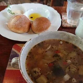 シシングハースト - 料理写真:スープとパンのセット850円