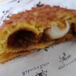 ベーカリーアンドテーブル箱根 - ゆで卵が入ってます