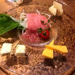 夜景×チーズ肉バル GARDEN - チーズ&生ハム盛り