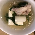 大衆割烹 三州屋 - 取り分けた鳥豆腐の一部。