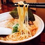 むらさき山 - 細麺ストレート