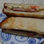 肉のヨシハシ - ポテトサラダとハムカツはトーストに挟んで。