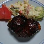 肉のヨシハシ - これは肉だんごとマカロニサラダとポテトサラダ。