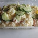 肉のヨシハシ - ポテトサラダとマカロニサラダはパック売りで200円。