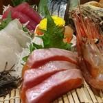 きぶん家 - 料理写真:刺し盛(1000円)