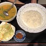 ミンガラバー - 豆と野菜のカレー
