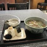 手打ちうどんの店倭 - 日替わり定食、肉うどんとおにぎりのセットです(2018.10.27)