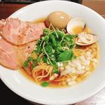 95329203 - 赤鶏と蛤の淡麗中華そば(醤油)780円+半熟煮玉子 100円