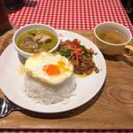 タイ国麺飯ティーヌン - Bセット(ガパオ&グリーンカレー)