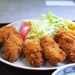 淀ヤ食堂 - 大粒の牡蠣が5個です♪