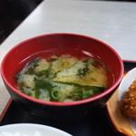 淀ヤ食堂 - ワカメの味噌汁は優しい味です。