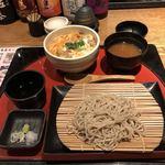 炭焼 基 - 料理写真:ミニ親子丼セット(サラダ、味噌汁付き)、950円。