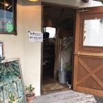 新屋食堂アヤナイ - 入り口