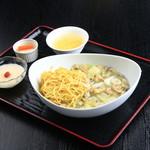 ダイニング五稜郭 彩葉 - 蛤蜊炒麺 あさりと野菜のあんかけ焼きそば