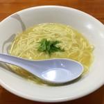 爆じゅう餃子 餃点 - 料理写真:塩ラーメン(800円) 具がないよぉ(汗)