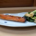 95334306 - 鮭ハラスと青菜うす揚げ盛り合わせ