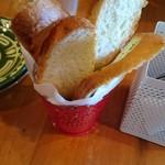 パスタ家POPO - 料理写真:ランチのパン2人ぶん