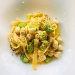 リストランテ アニモフェリーチェ - 小柱と空豆のタリアテッレ