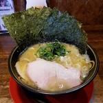 きまはち商店 - 横浜家系 豚骨醤油ラーメン  のり増し