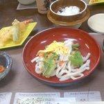 茶つみ亭 - 料理写真:実際の料理。左端にちょろっと漬物がある