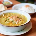 チャベ - 牛モツ煮スープとごはん@税込850円:ほぼ全景