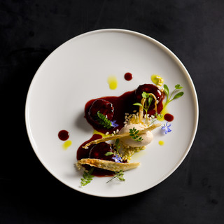 四季折々の食材を最適な方法で調理。旬を表す料理はコースで◇